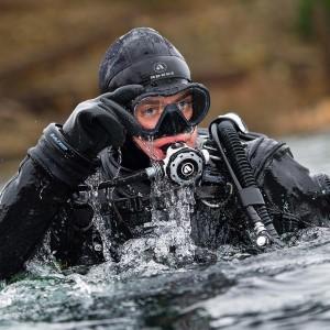 Dykker med Apeks VX1 maske